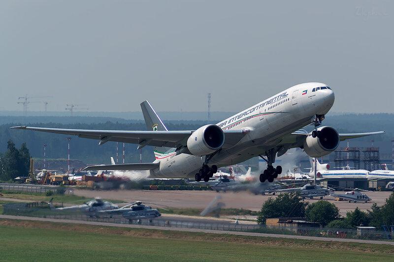 Boeing 777-2FB/LR (CS-TQX) Ceiba Intercontinental D801585