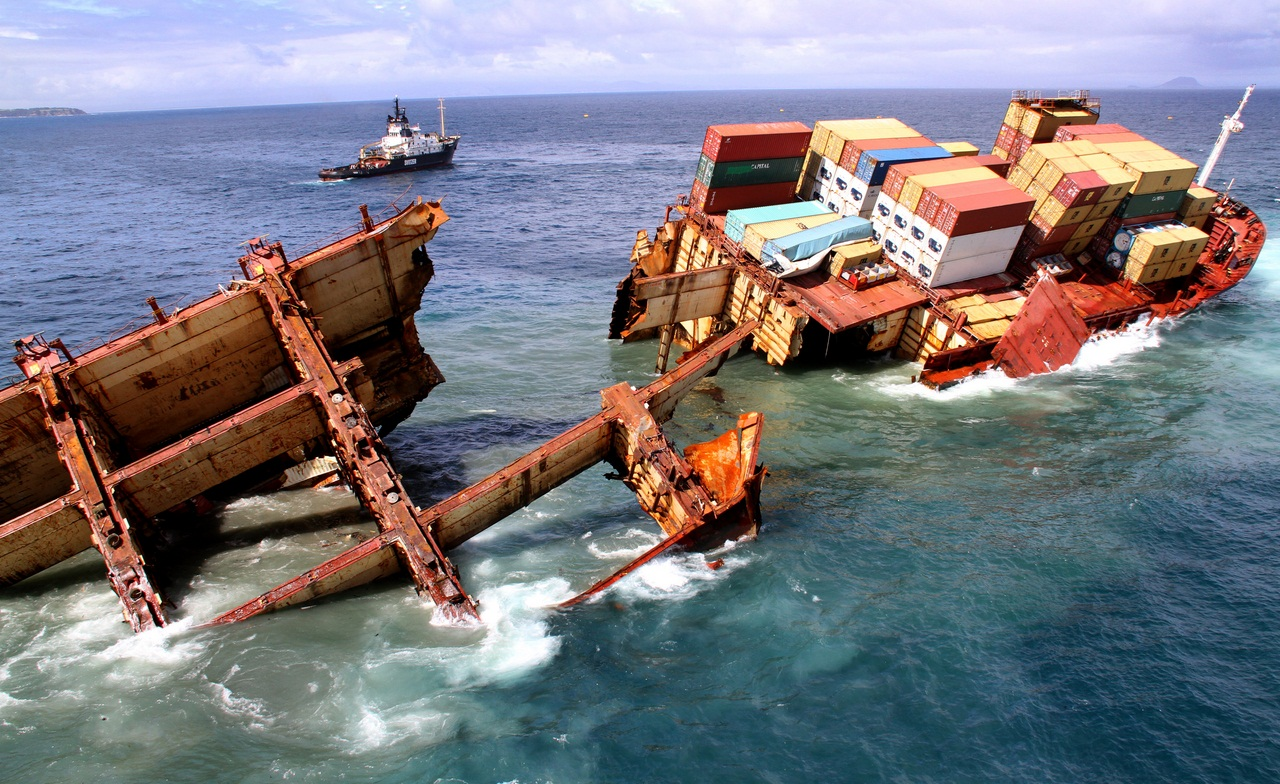 09 01 2012  Rena - Tauranga  Photo: Graeme Brown Maritime NZ  M:027 475 8946 Rena slips off reef around 9.30am today Tuesday
