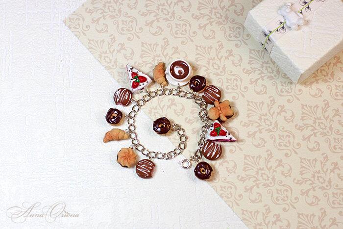 Чаепитие с ягодным тортом