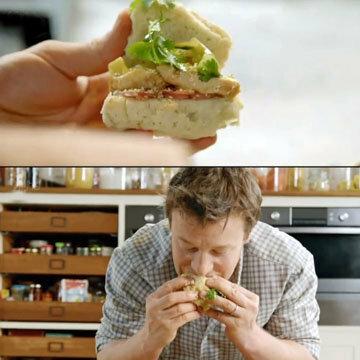Джейми ест с аппетитом курочку с булочкой
