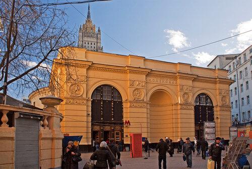 Metro_Smolenskaya_02.jpg