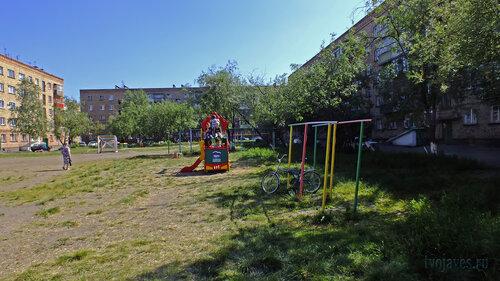 Фотография Инты №4908  Детская площадка во дворе домов Чернова 7а, Горького 6а и Чернова 7 и Мира 17 03.07.2013_14:12