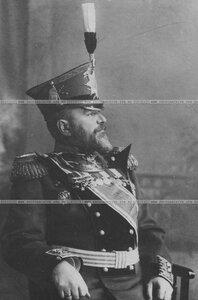 Командир бригады генерал-майор Потоцкий в полной парадной форме в кресле.