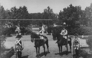 Пешие и конные кирасиры в исторических формах эпохи Павла I и Александра I.
