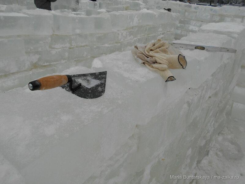 Ледяной лабиринт на Театральной площади, Саратов, 10 января 2016 года