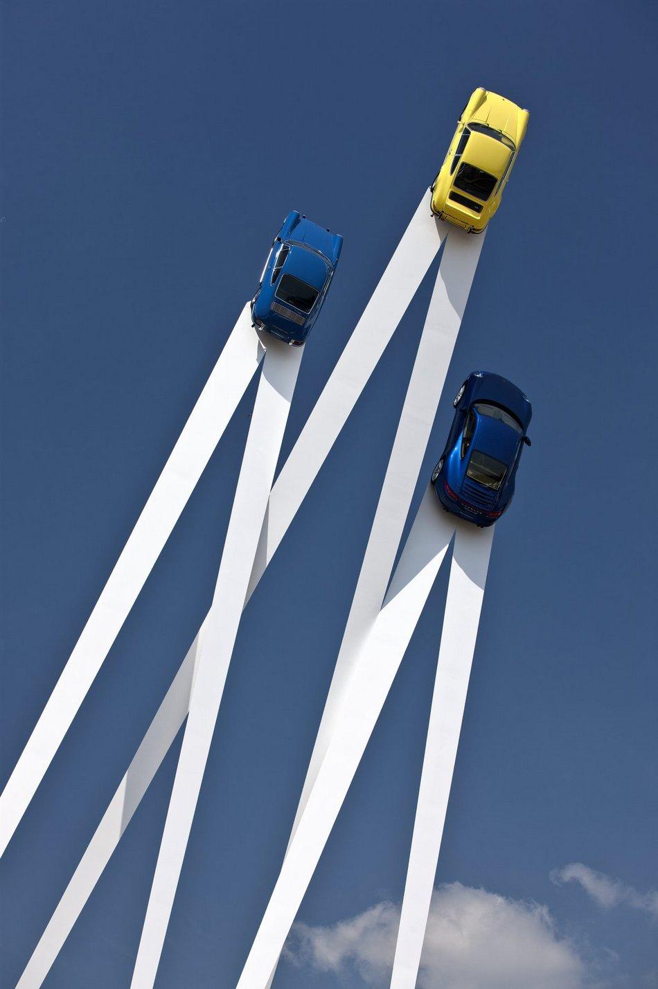 Впечатляющая скульптура в честь 50-летия Porsche 911