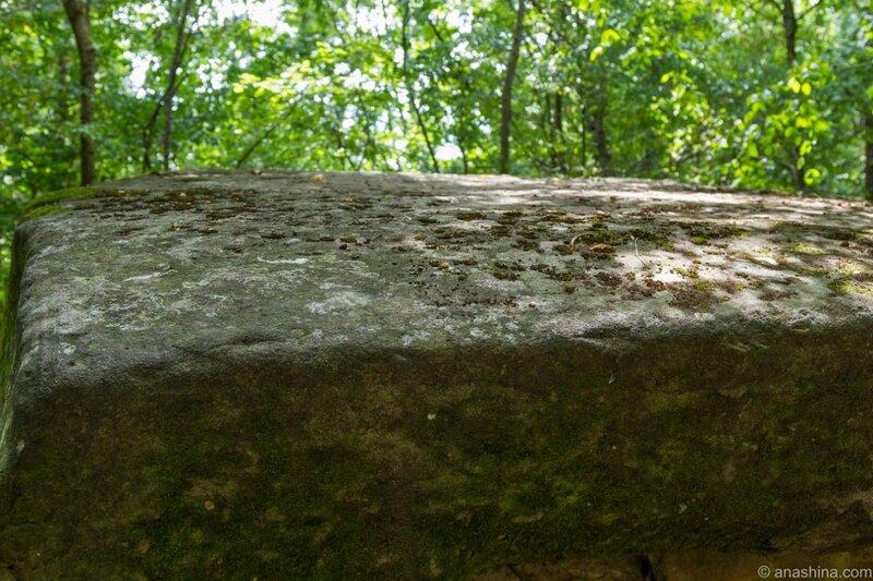 Каменная плита, дольмен Хан, пшадские дольмены