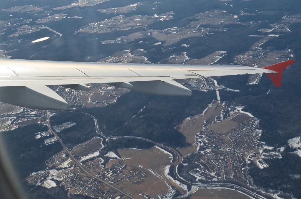 1. Самолет взмахнул на прощанье подмосковной земле и взял курс на Шанхай. В России еще зима... Отзывы о поездке в Китай. Камера Nikon D5100 с объективом Nikon 17-55mm f/2.8G.