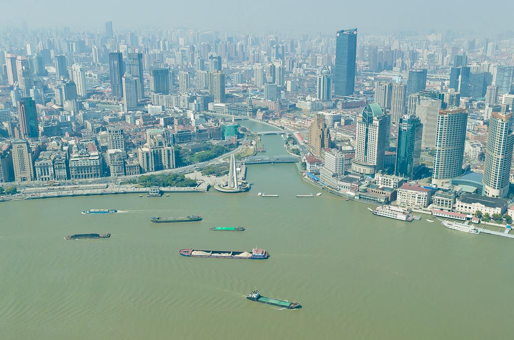 16. Баржи с углем на реке Хуанпу в Шанхае. Как мы провели один день в мегаполисе. Отзывы о поездке в Китай дикарями.