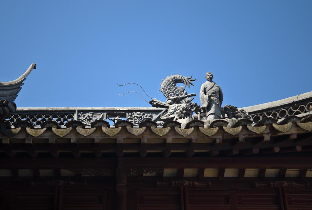 8. Молчаливый стражник в Саду Радости (Yuyuan Garden) в Шанхае. Описание маршрута самостоятельной поездки по Китаю.