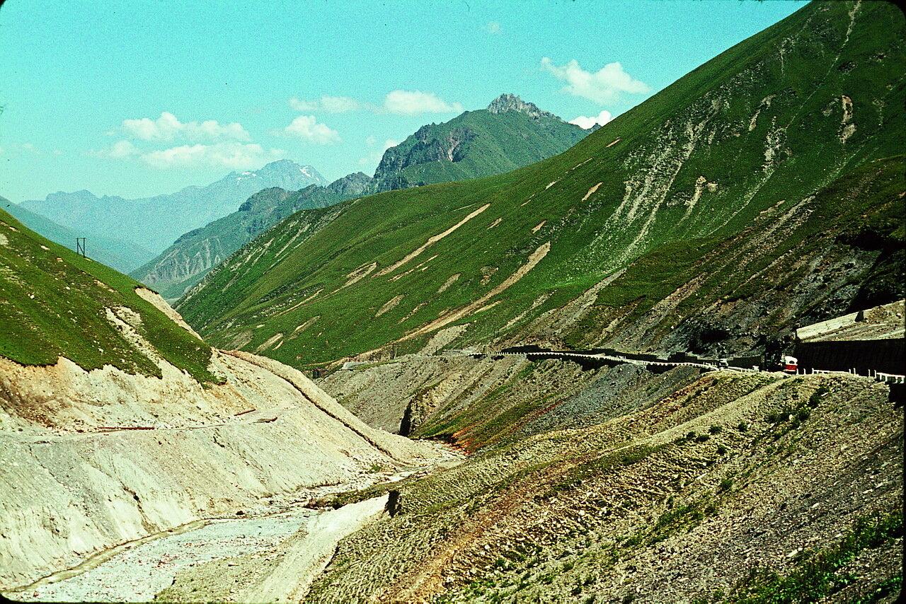 По дороге в Орджоникидзе. На Военно-Грузинской дороге