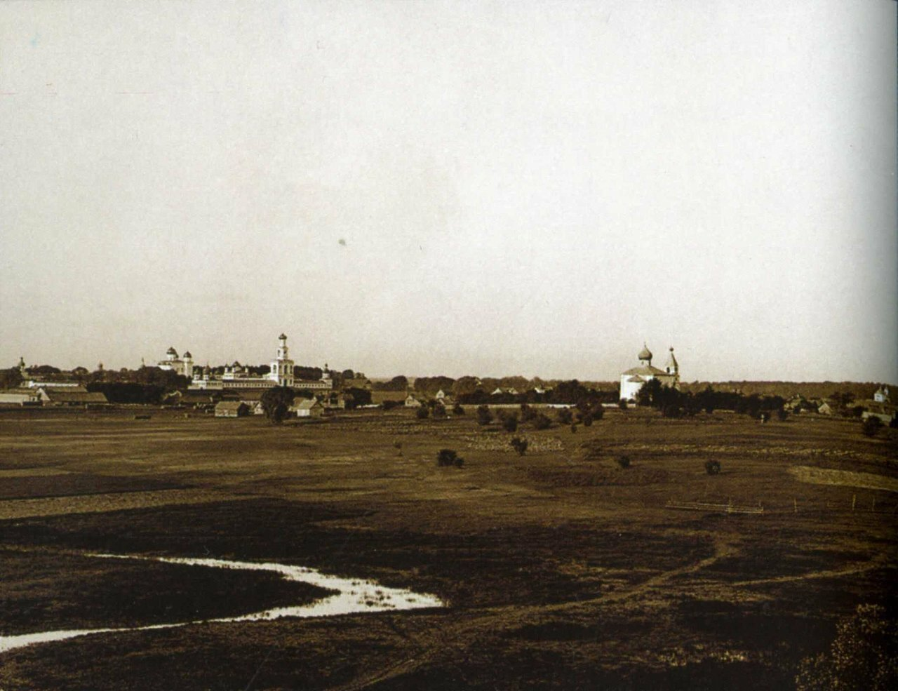 Вид на Юрьев монастырь и Городище