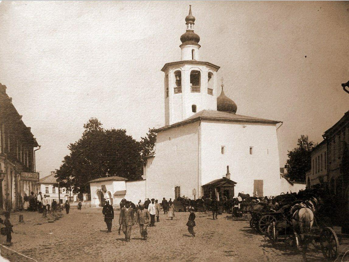 Вид на церковь Косьмы и Дамиана с Примостья со стороны колокольни