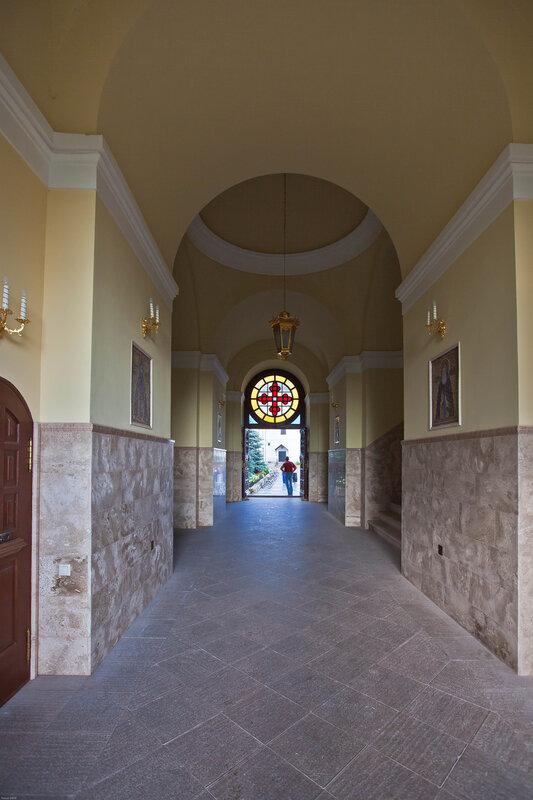 Врата в Высоцкий монастырь в надвратной колокольне