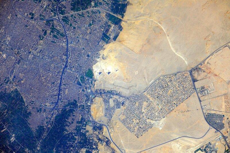 Египетские пирамиды из космоса в высоком разрешении
