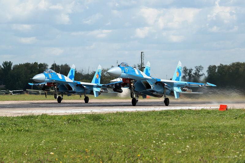 Сухой Су-27С (16, 17 желтый) D800037