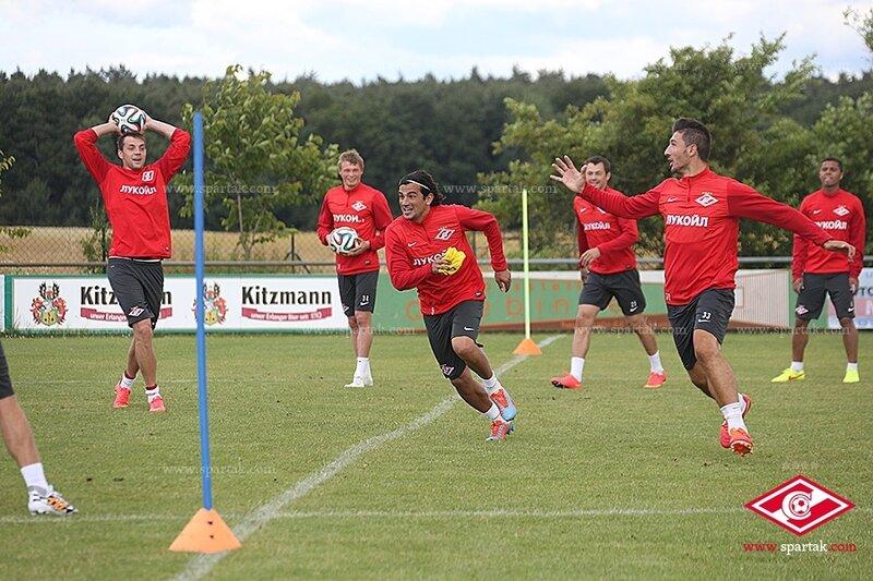 «Спартак» на вечерней тренировке в Германии