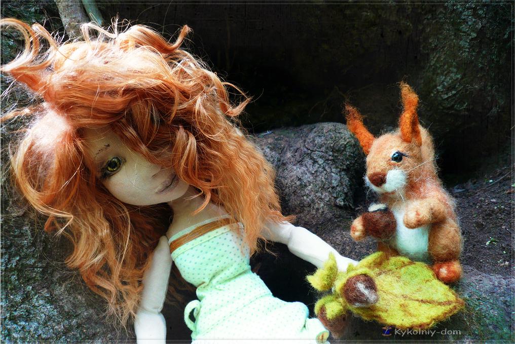 Бэллочка и белочка. Интерьерная текстильная кукла с игрушкой из шерсти.