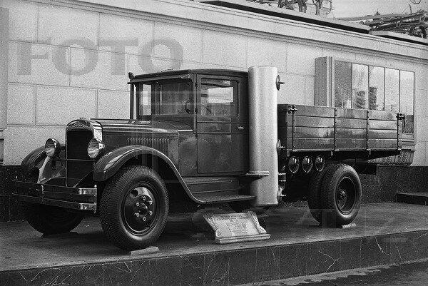 Грузовой автомобиль с газогенераторной установкой ЗИС-21, павильон Механизация и электрификация сельского хозяйства СССР, 1939 г.