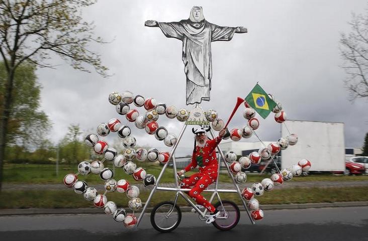 Оригинальный велосипед для фанатов футбола