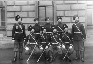 Группа урядников 1-ой Уральской его величества казачьей сотни.