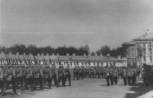 Церемониальный марш 1 батальона полка в присутствии императора Николая II.