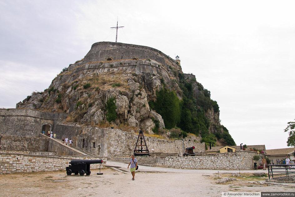 Керкира, Старая Крепость на скалистом холме