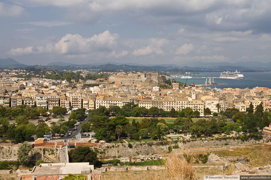 Вид на центр Керкиры из Старой Крепости