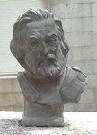 Бронзовый бюст Кортеса в Мадриде. Установлен в 1980 году.jpg