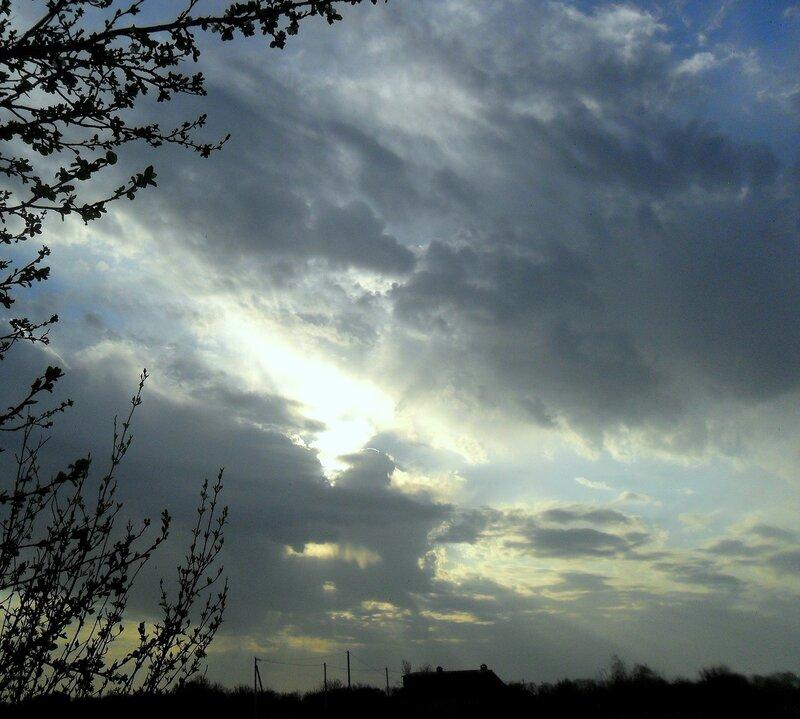 В небе весеннем