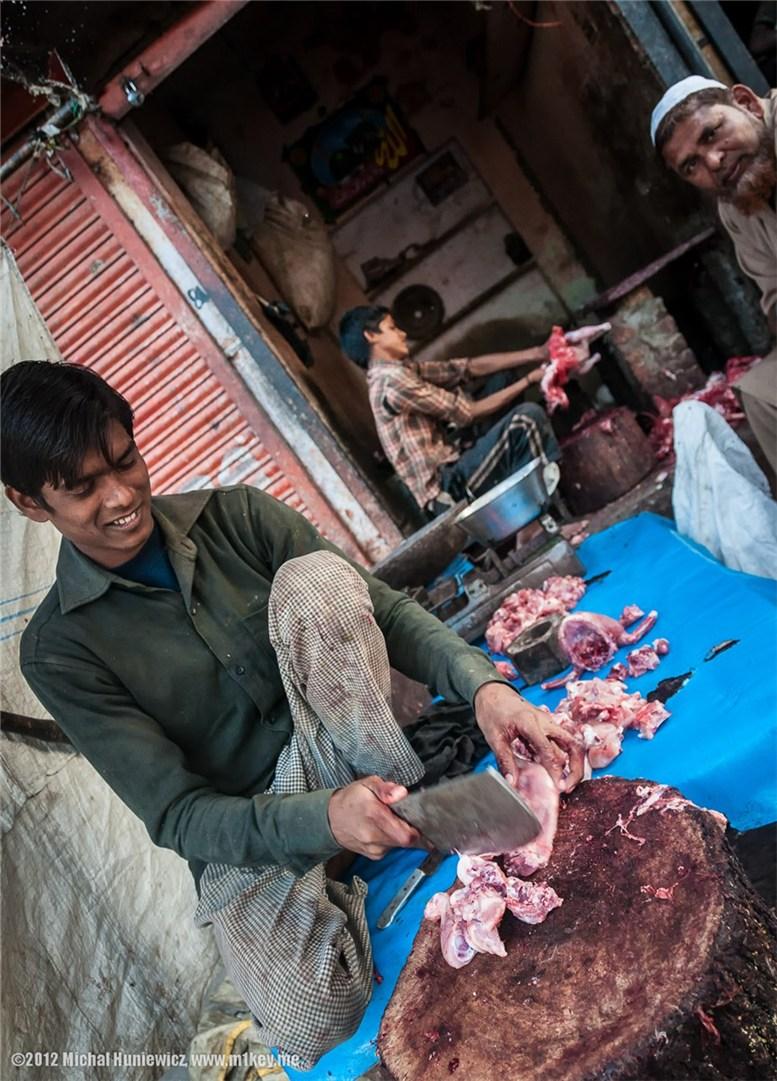 Мужчина готовит мясо в Джайпуре - путешествие по Индии / India by Michal Huniewicz