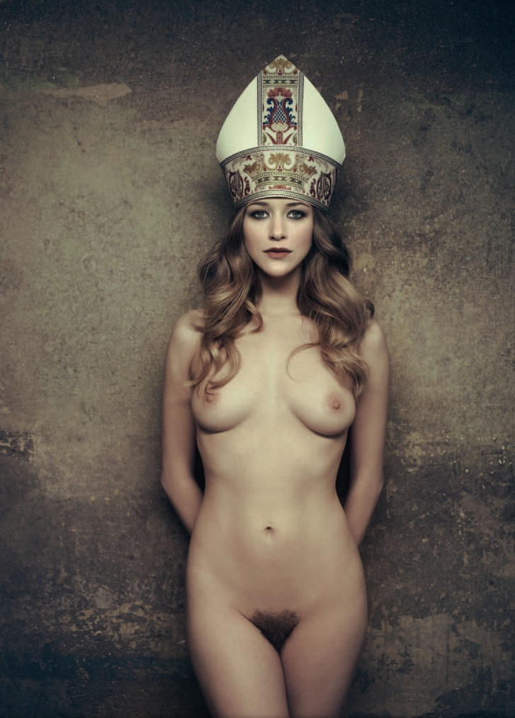 High Priestess / photo by Marc Lagrange