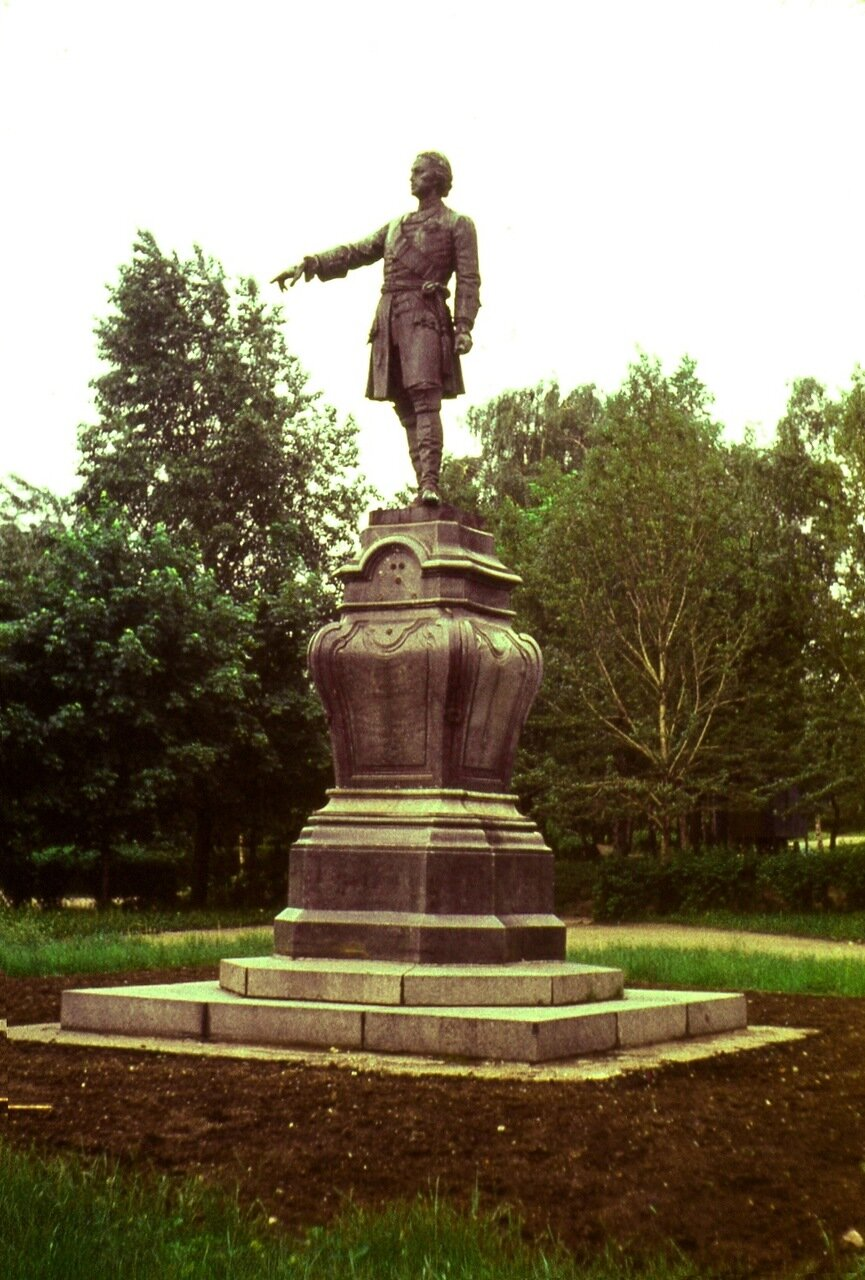 4. Памятник  Петру