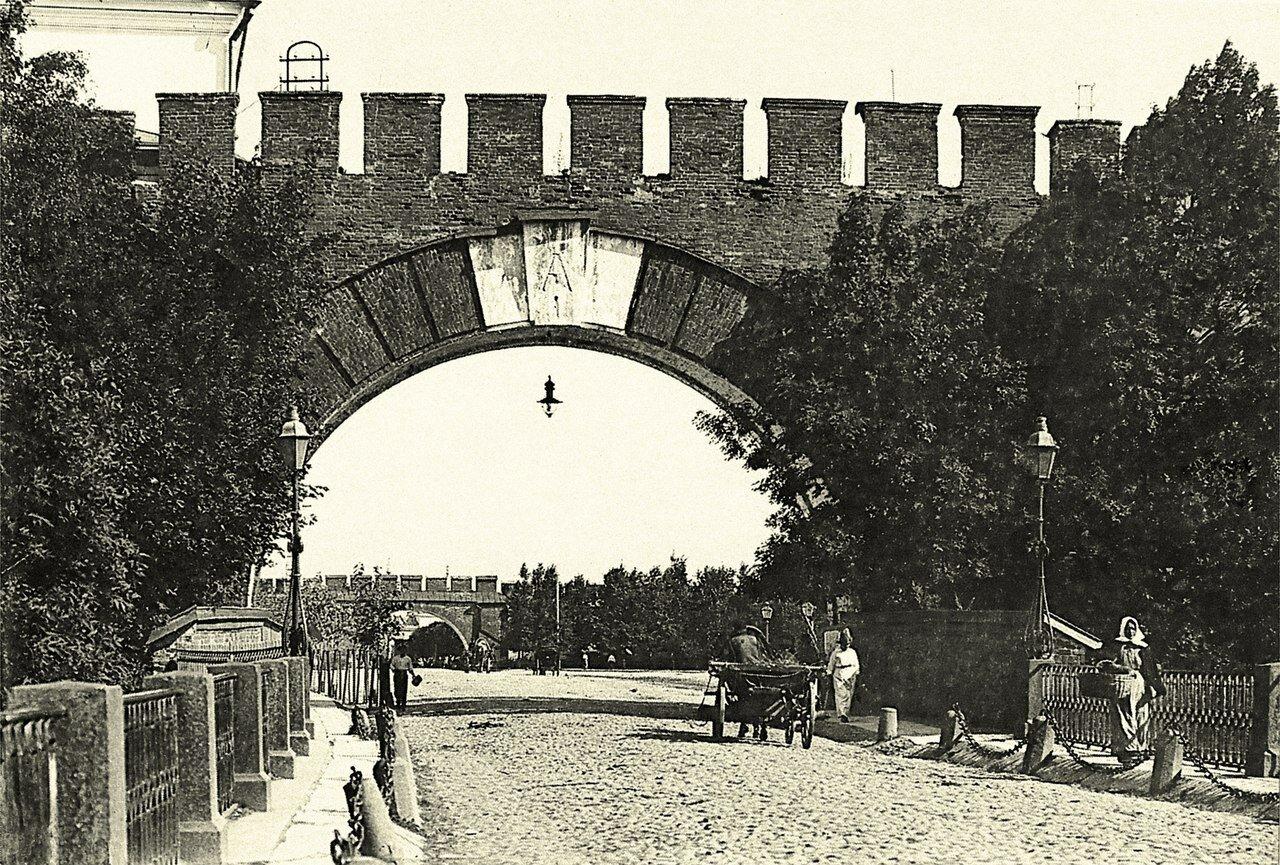 Воскресенские ворота в Кремль.1913