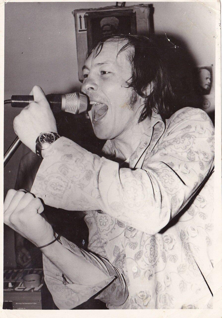 1994. Олег «Сур» Сурусин («Флирт») во время одного из выступлений