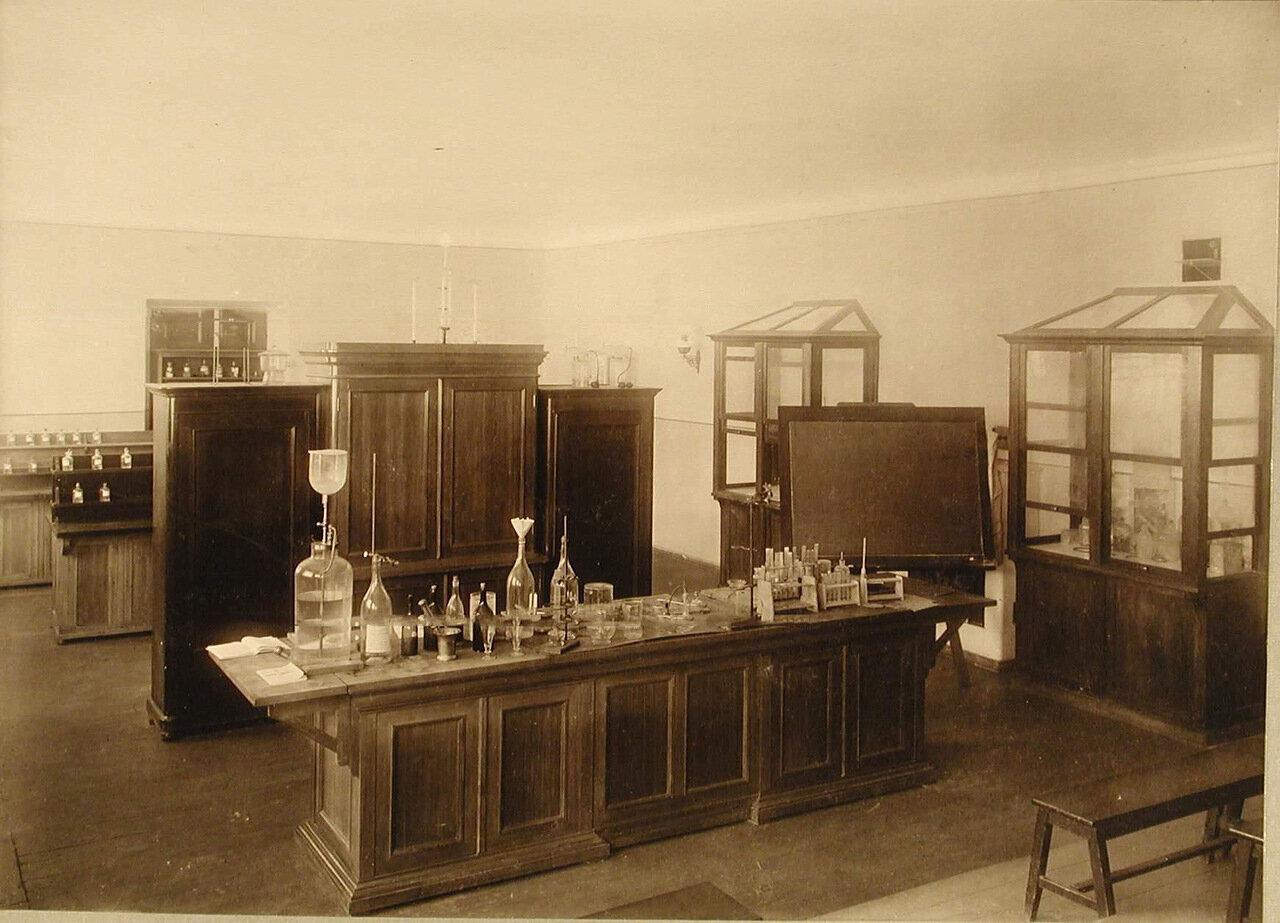 21. Вид части химического кабинета училища