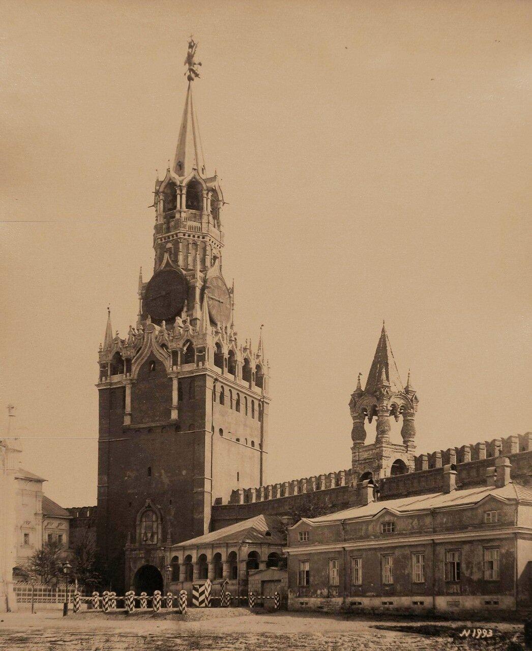 Вид на проездную Спасскую башню с внутренней стороны Кремля