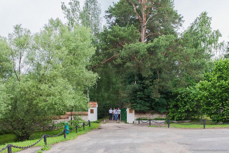 Въездные ворота Поленово