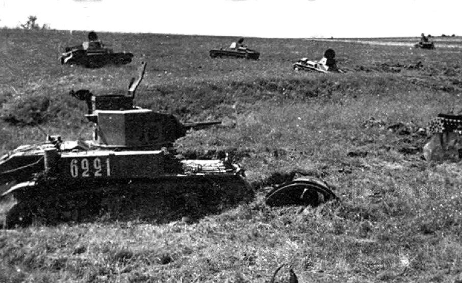 """Уничтоженные советские танки М3л """"Стюарт"""" и Т-60 из состава 23тк. 1942г."""