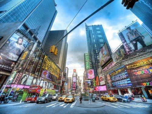 Реклама на улице – привычное дело