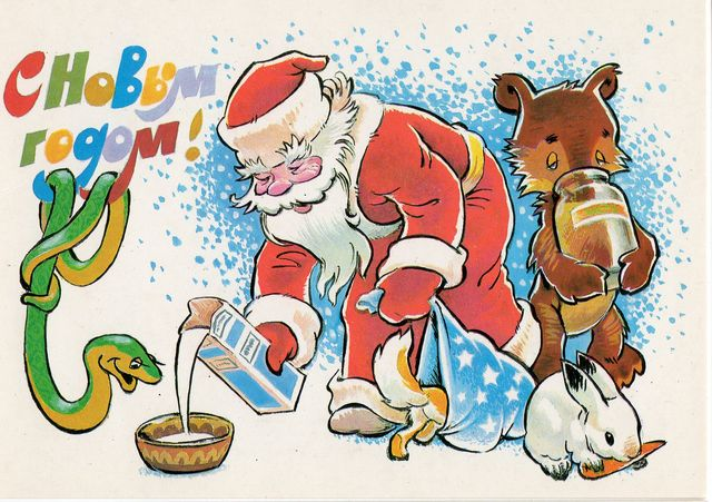 Дед Мороз угощает всех. С Новым годом!