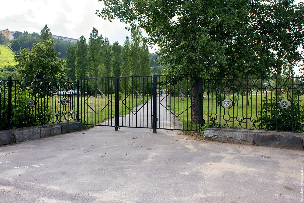 Восточные боковые ворота