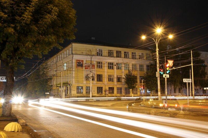 Замершие световые трассы огней на ночном перекрестке ул. Воровского и К.Маркса IMG_7763