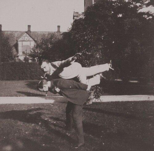 Акробатические упражнения. Принц греческий Николай и император Николай II.