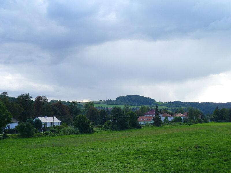 Чехия, дорога к замку Карлштейн (Czech Republic, the road to the castle Karlstejn)