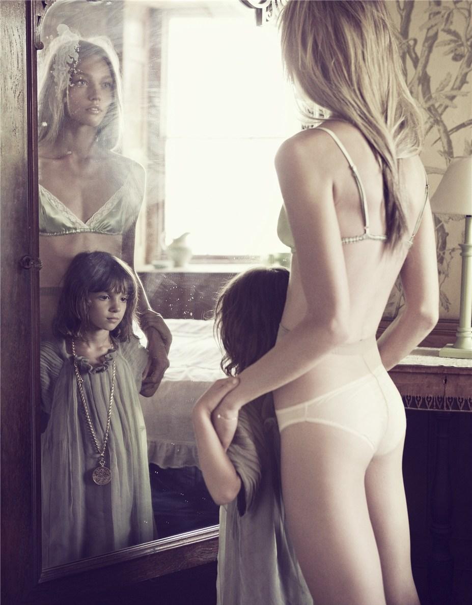 Голая Дочь Смотреть Онлайн