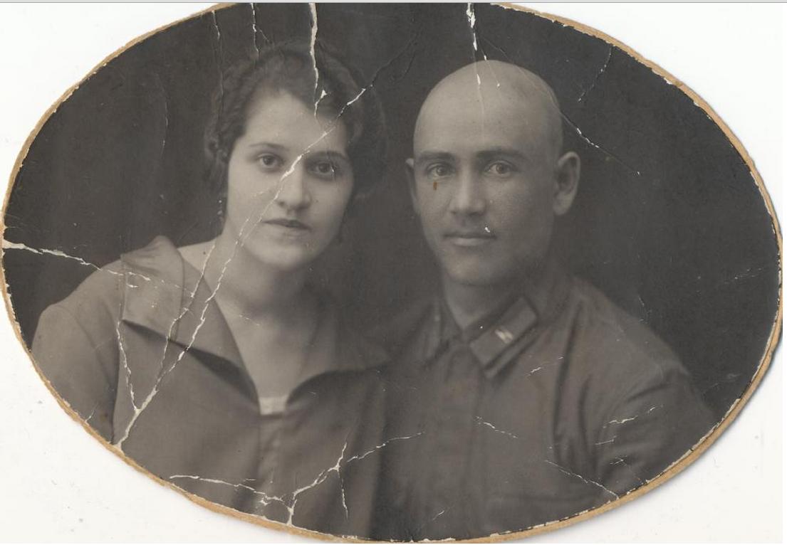 Двойной портрет Э.П.Салыня с супругой. 1920. Фотография. Эдуард Петрович Салынь (1894-1938) - сотрудник ЧК-ОГПУ-НКВД