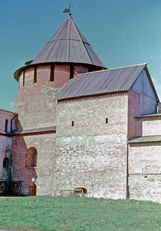 Митрополичья башня Новгородского Кремля.