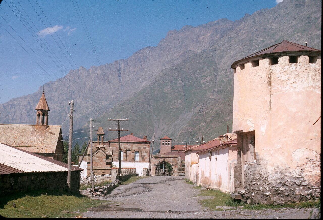 По дороге на Орджоникидзе. Долина Терека. Казбеги