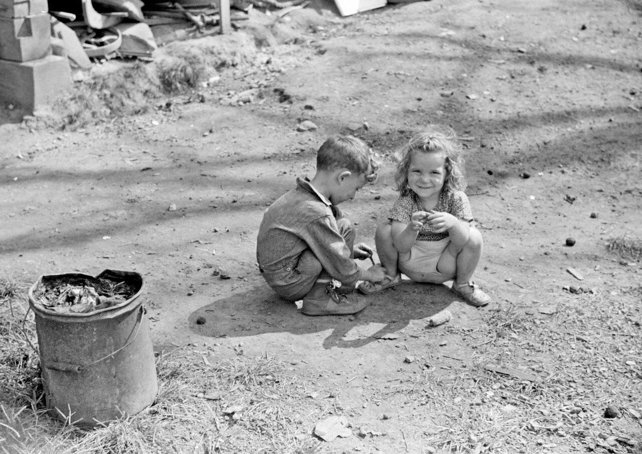 Дети рабочих из Управления общественных работ, Южный Чарльстон, Западная Вирджиния, 1938